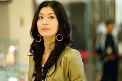 香港著名女星李彩桦给国际大品牌冰尊空气净化器打气!